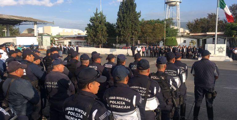 SSP rinde homenaje a los dos policías muertos en Aguililla, por emboscada