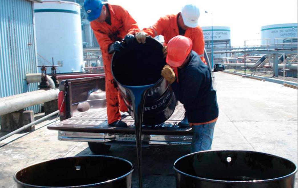 Petróleo Brent sube un 1,81 % y cierra en 65,54 dólares