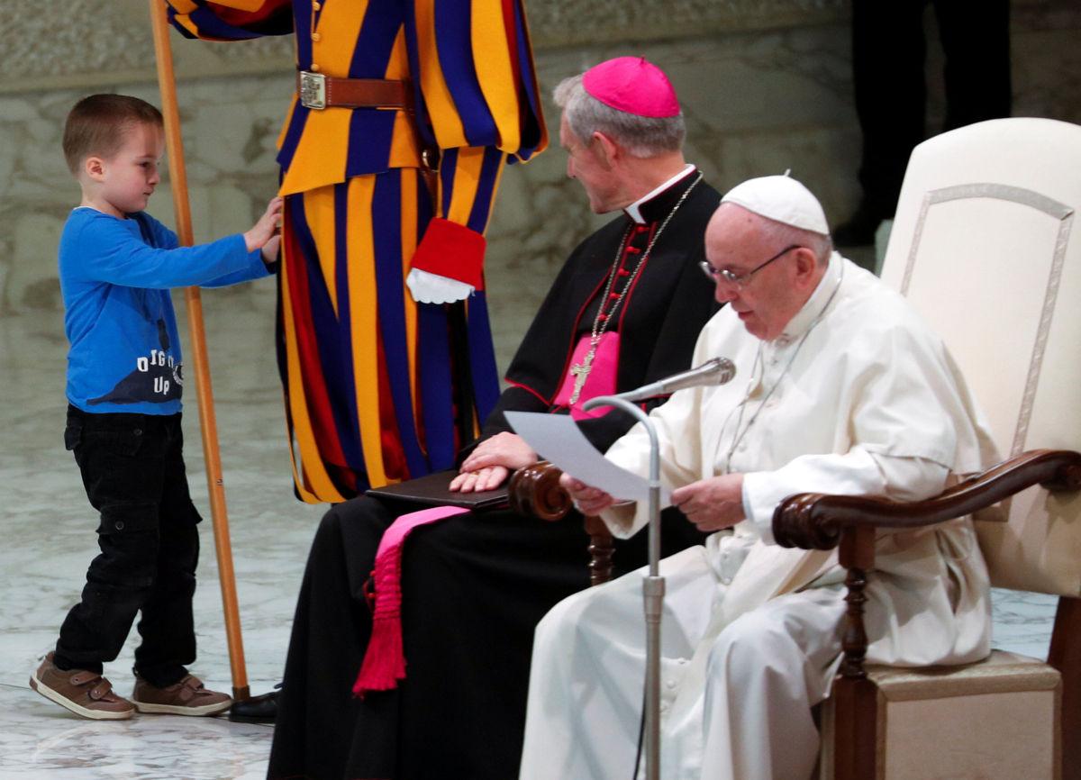 Un 'diablillo' regocija al papa Francisco