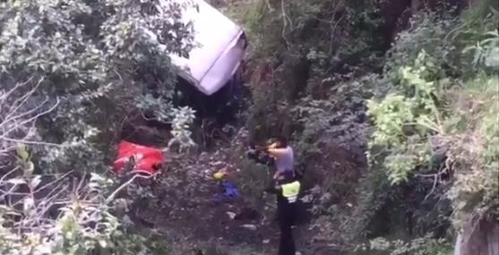 Camión cae a barranco en Toluca; hay siete heridos