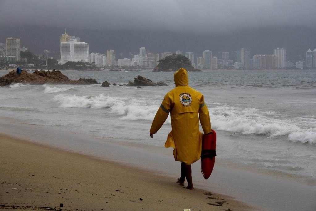 Cierran puerto de Acapulco a embarcaciones por remanentes de