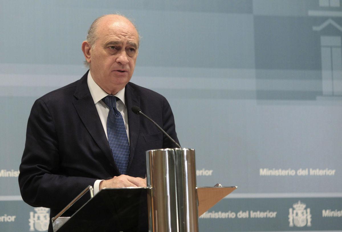 Espa a en nivel 4 de alerta antiterrorista tras ataque en for Ministro del interior espanol