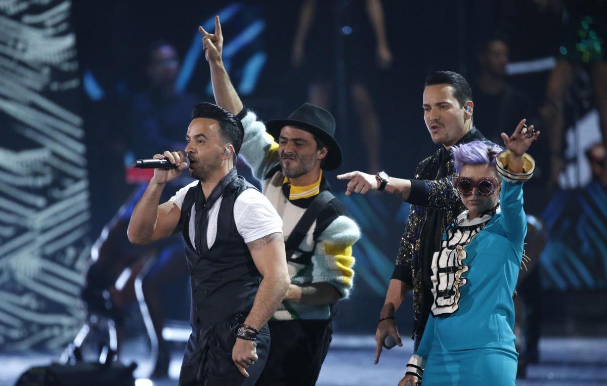 'Despacito' arrasa en la entrega número 18 de los Grammy Latino