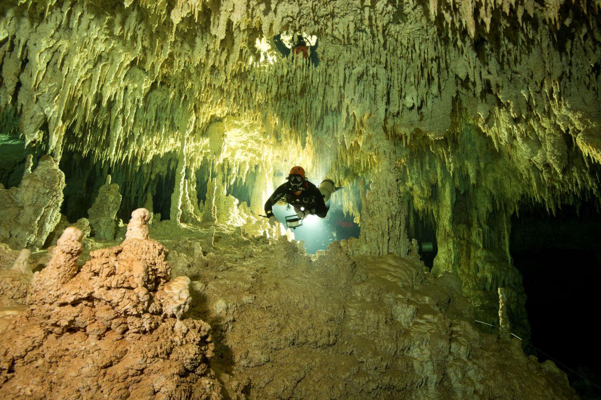 La cueva inundada más grande del mundo se encuentra en México (Fotos y Videos)