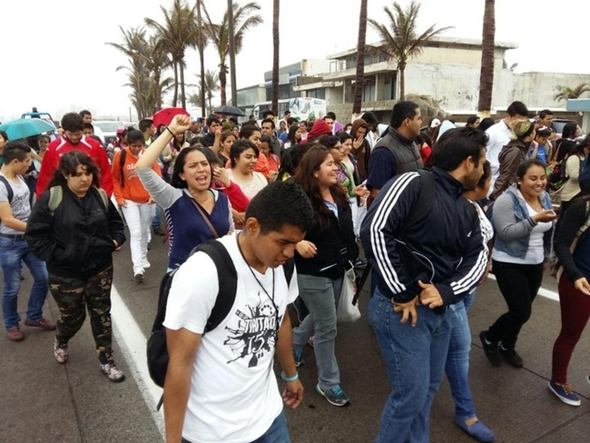 Suspenden clases en xalapa por marcha de estudiantes de for Universidades en xalapa
