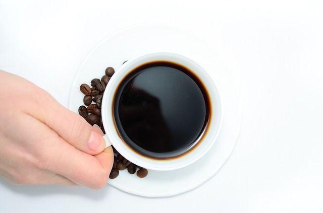 Beber 3 tazas de café al día es benéfico para la salud: estudio