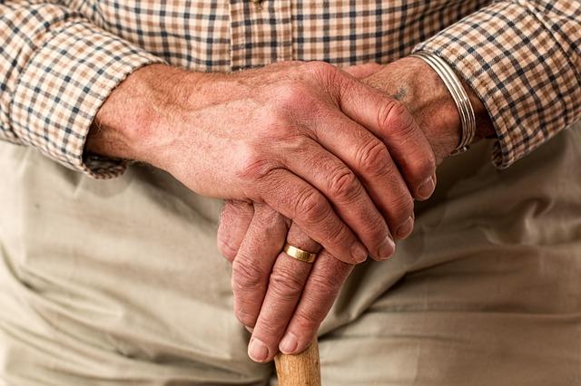 Dibujar una espiral revelaría si se tiene Parkinson: estudio