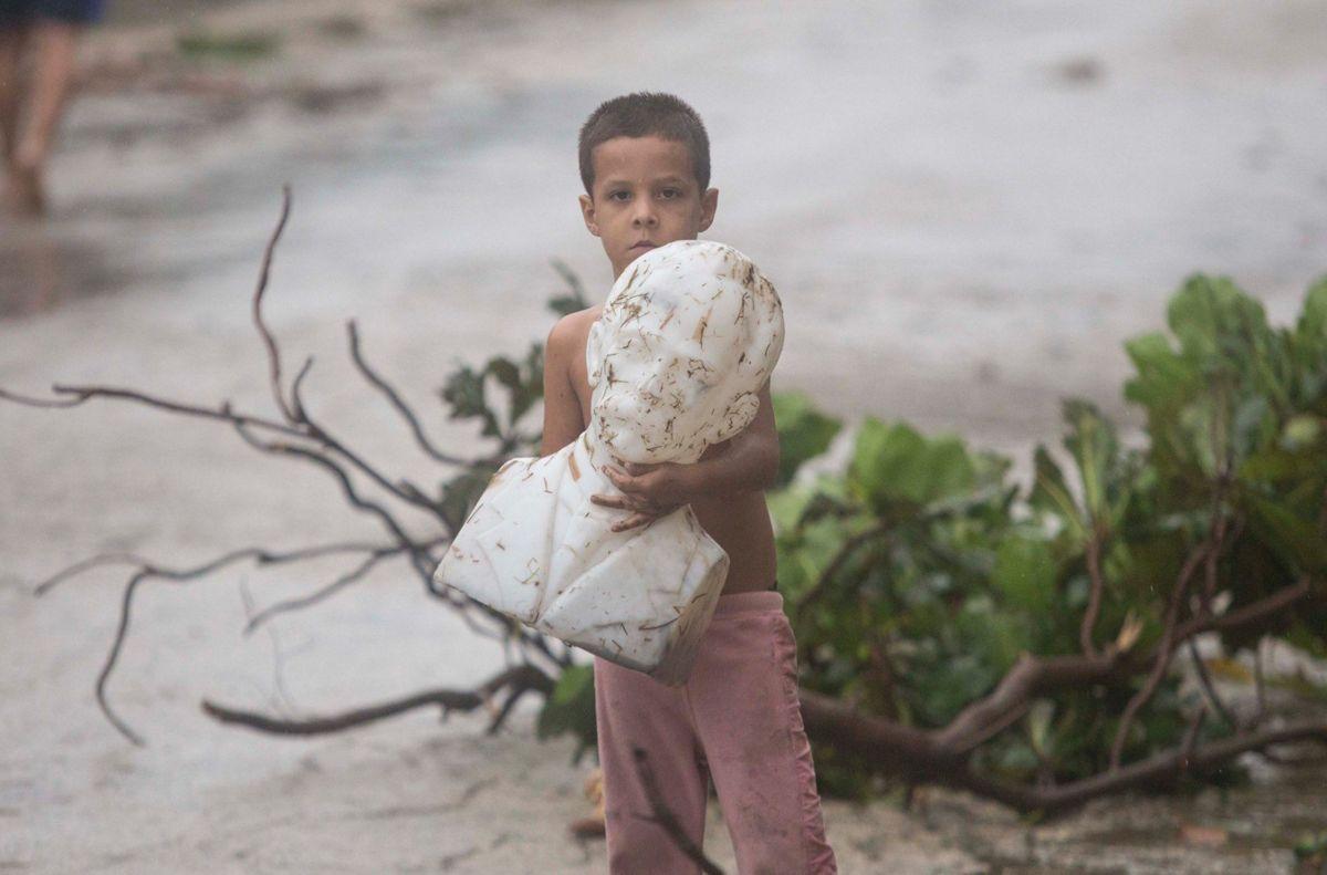 La conmovedora foto de un niño cubano que impactó en redes sociales