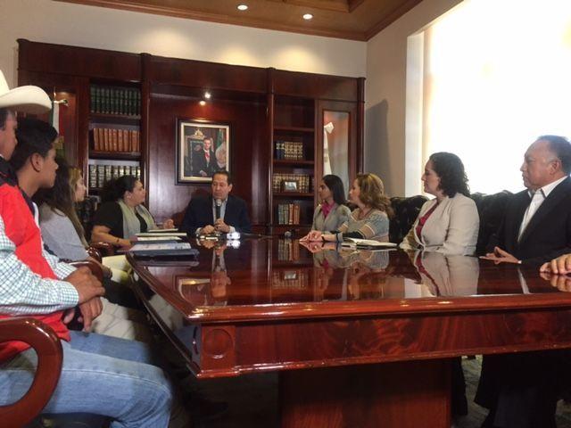 Se reúne Eruviel con familia deportada de Estados Unidos