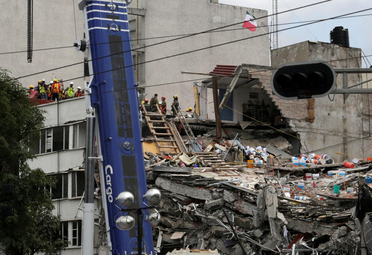 Suben a 320 las víctimas mortales por sismo de 7.1: Luis Felipe Puente