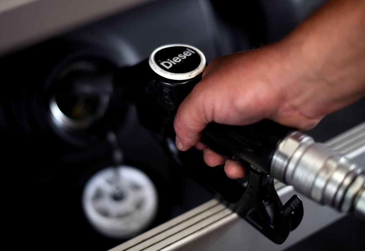 Reino Unido prohibirá la venta de vehículos de gasoil y nafta