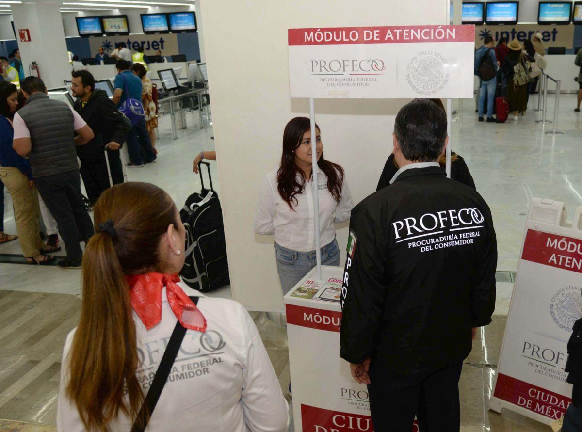 Profeco multa a 5 aerolíneas por cobro indebido en primer maleta