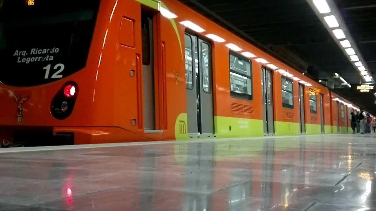 Resultado de imagen para usuarios del metro cdmx