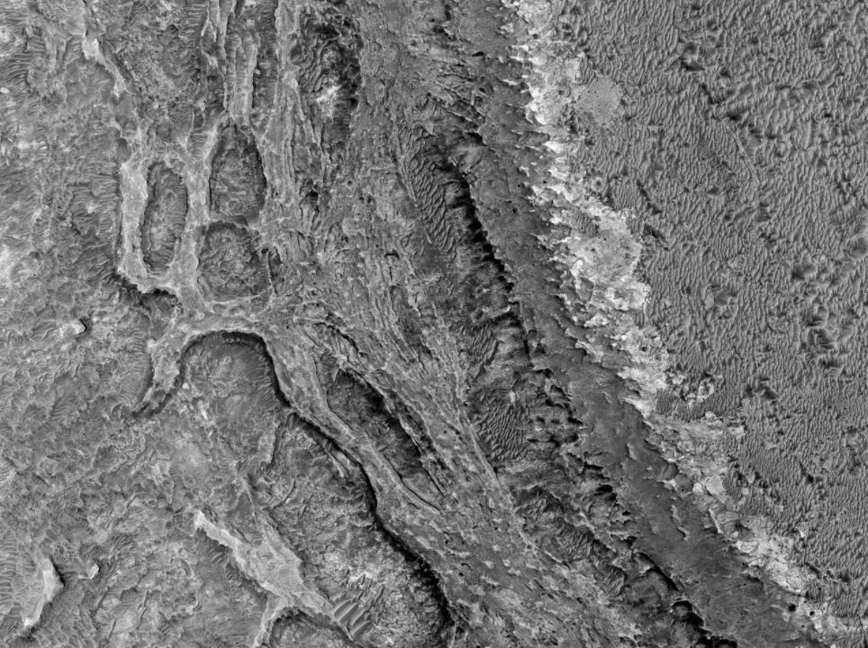 NASA revela imagen que muestra fallas geológicas en Marte