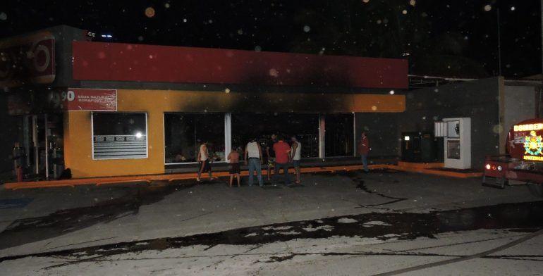 Hasta nuevo aviso, cierre de Oxxo en Apatzingán: empleados