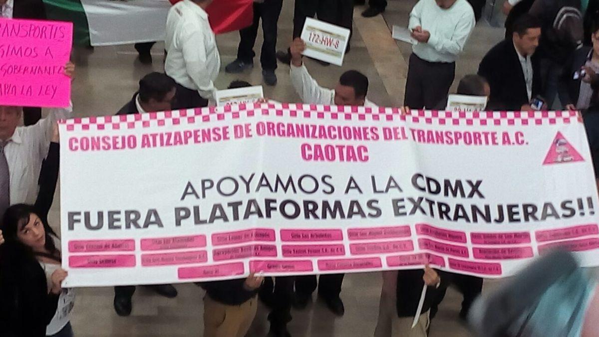 Autoridades del AICM aseguran que taxistas inconformes no son del aeropuerto