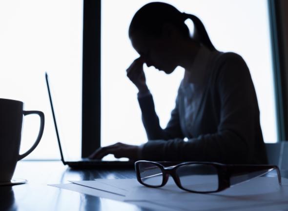 Entorno negativo laboral puede causar problemas físicos y síquicos: OMS