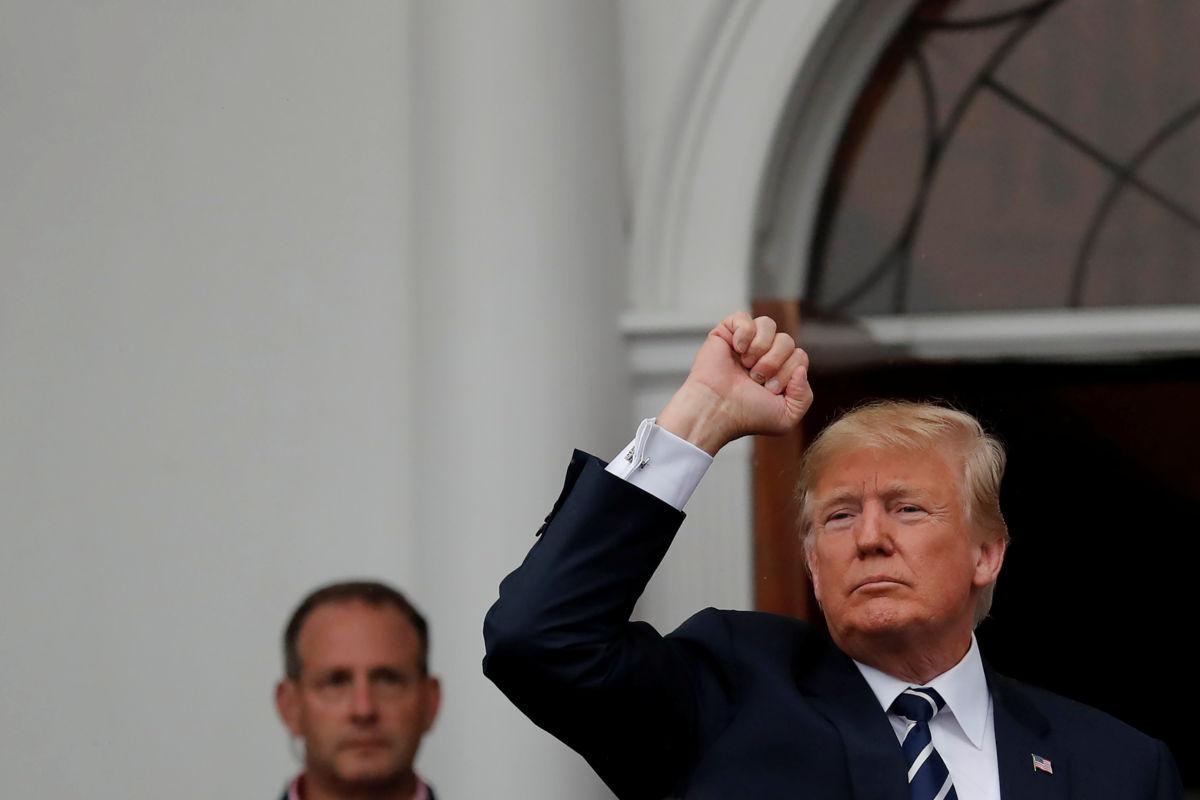 Trump elogia fortaleza del dólar