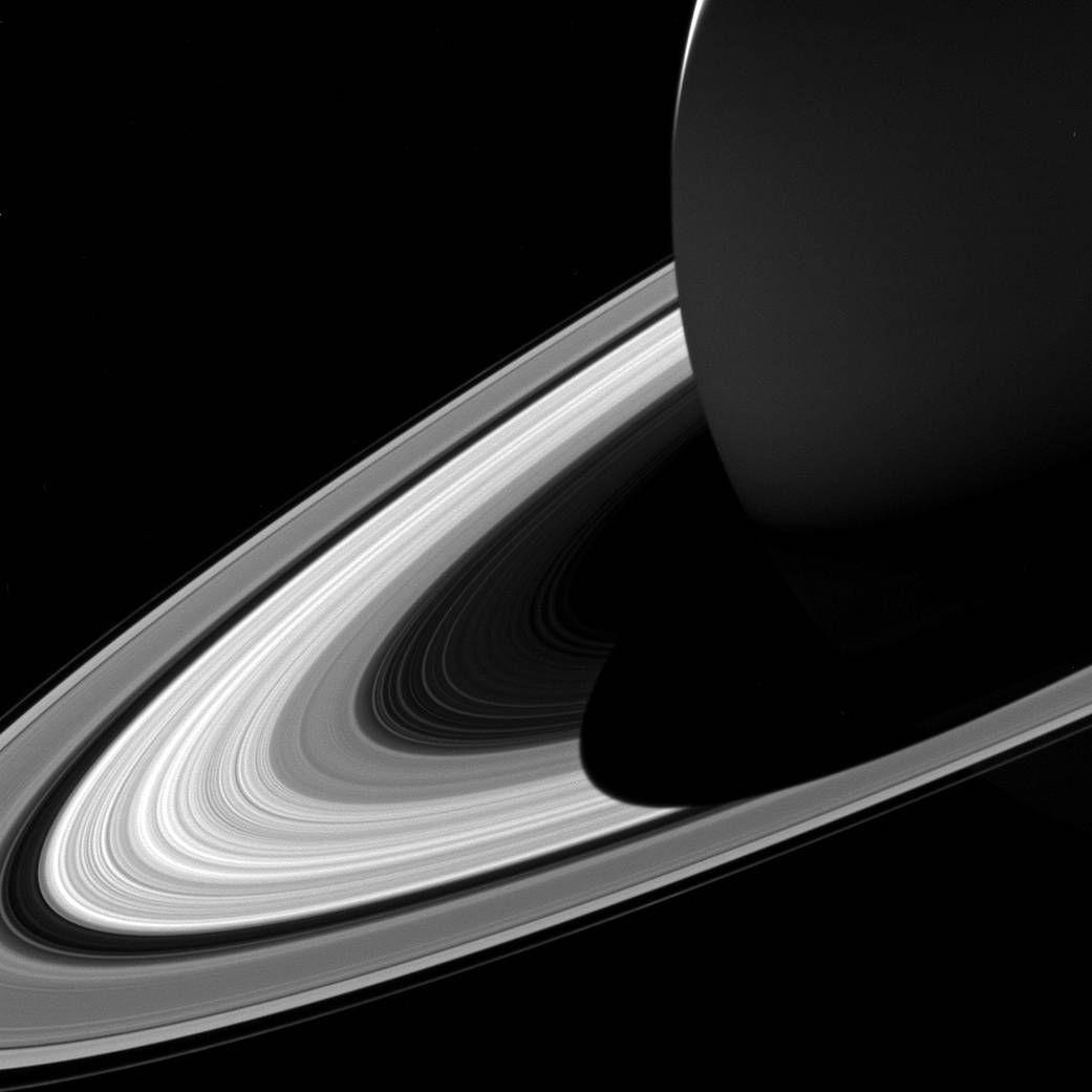 Difunde NASA fotografía de Saturno y sus anillos