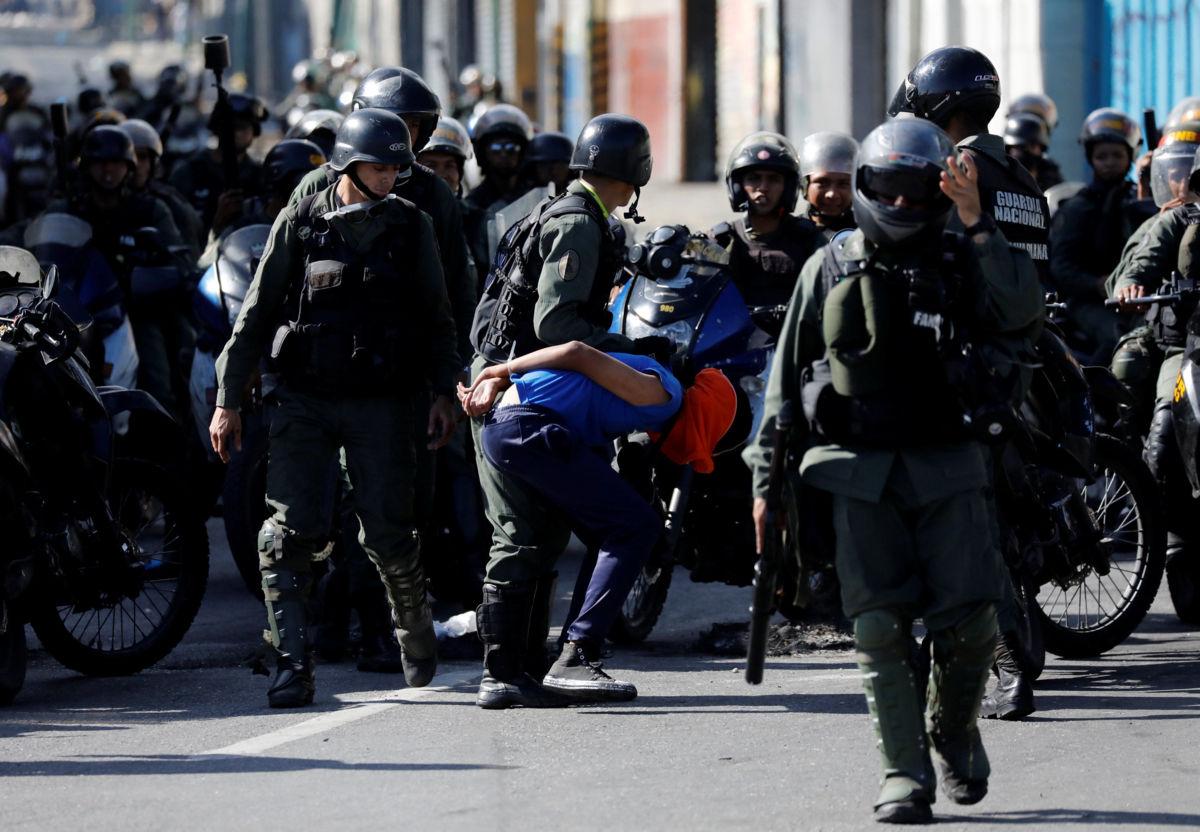 VENEZUELA: Así abuchearon a Luisa Ortega al salir de la Asamblea Nacional