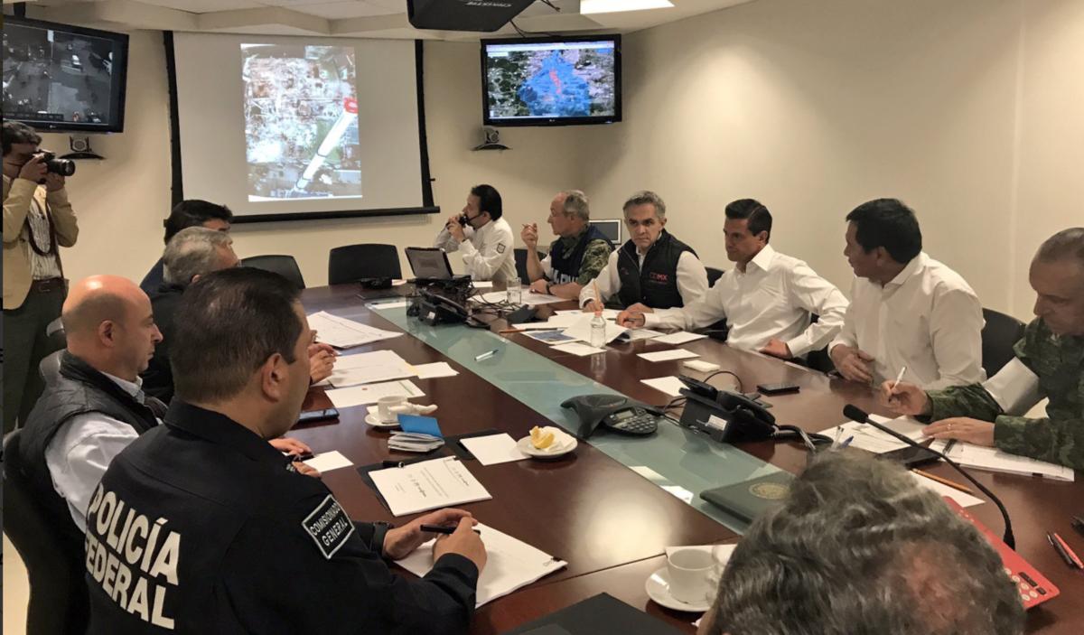 EPN y Mancera acuerdan continuar acciones conjuntas a población afectada en sismos
