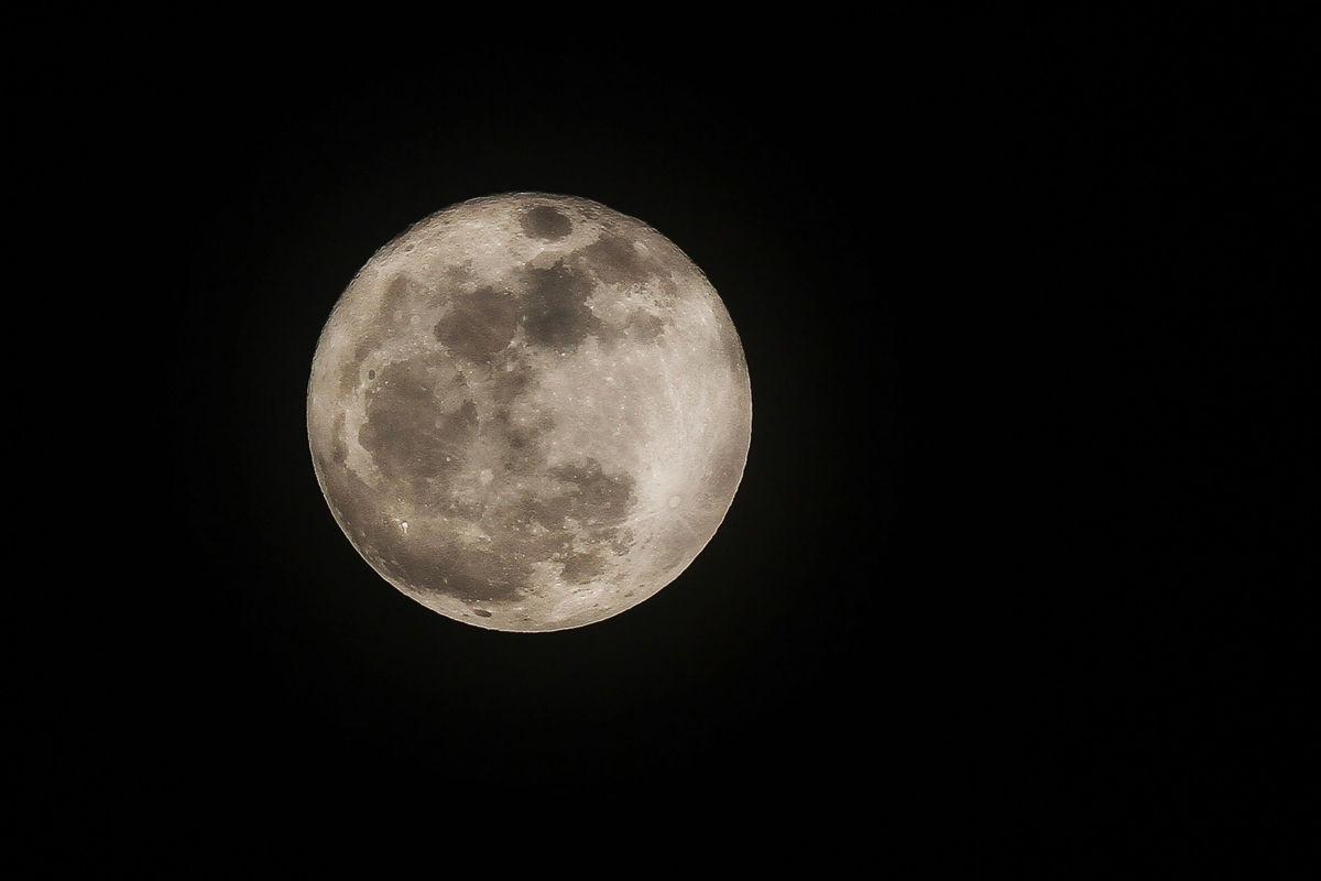 Verdadera súper Luna se verá el 1 de enero, afirma astrónomo