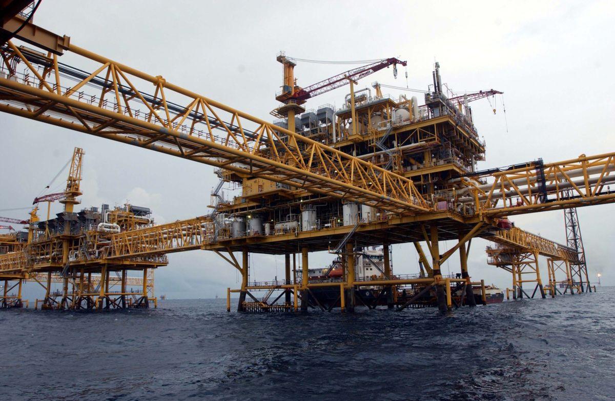 Exportaciones petroleras de México subieron 30.5 % en el primer semestre