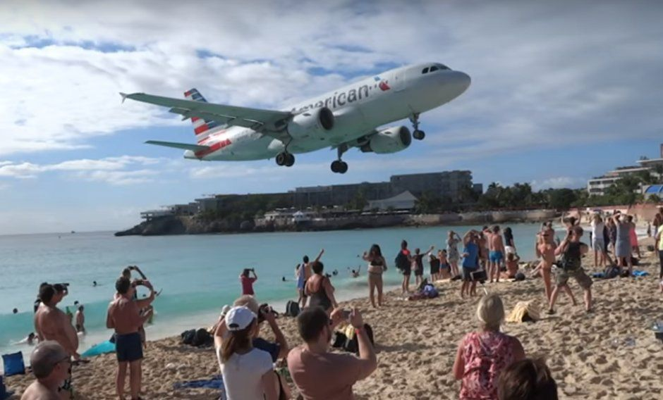 Una turista de 57 años murió arrastrada por ráfaga de avión