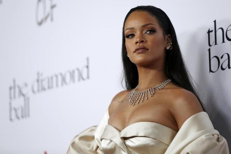 ¿'Cachetear' a Rihanna? Snapchat se disculpa por esta campaña