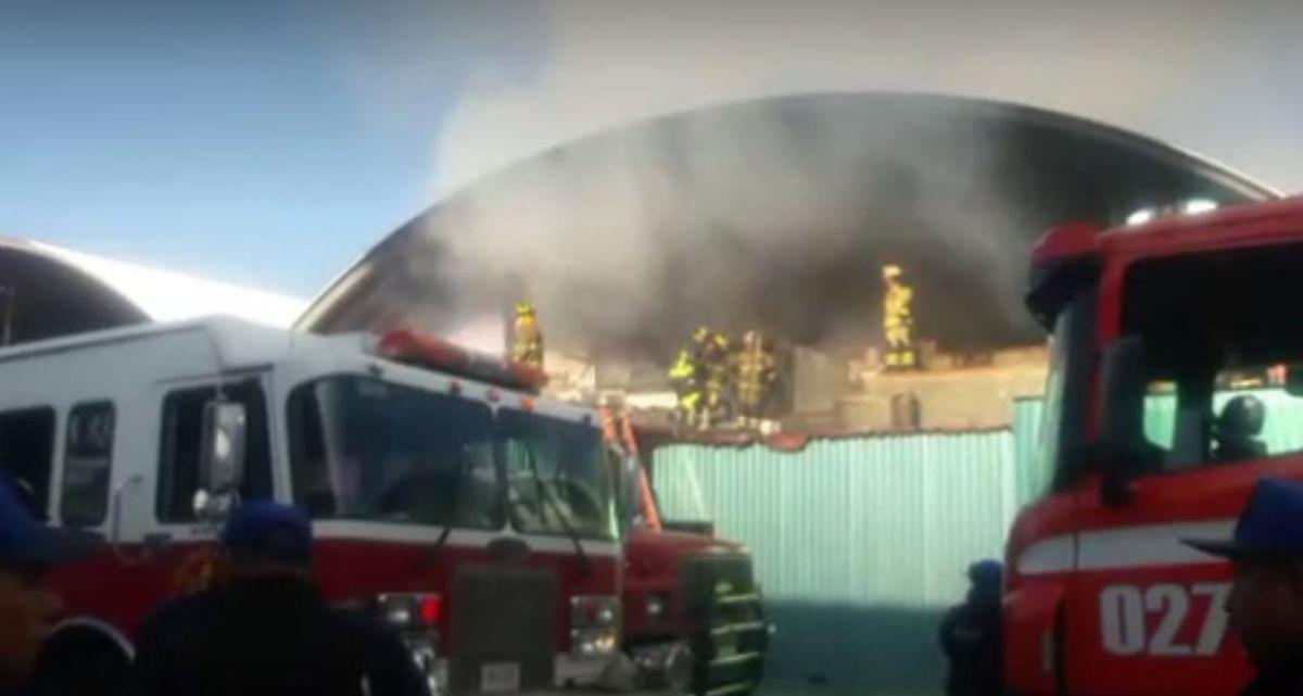 Controlan incendio en bodega de la Central de Abasto
