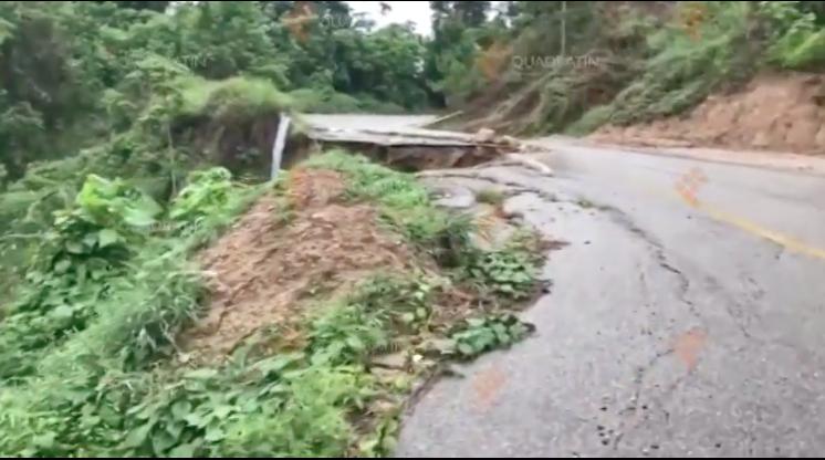 Lluvias y deslaves provocan daños en carreteras de Oaxaca