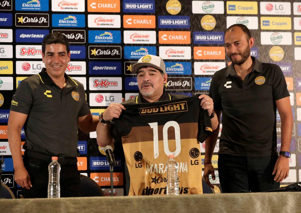 México debe enfrentar a potencias para crecer en el ámbito mundial: Maradona