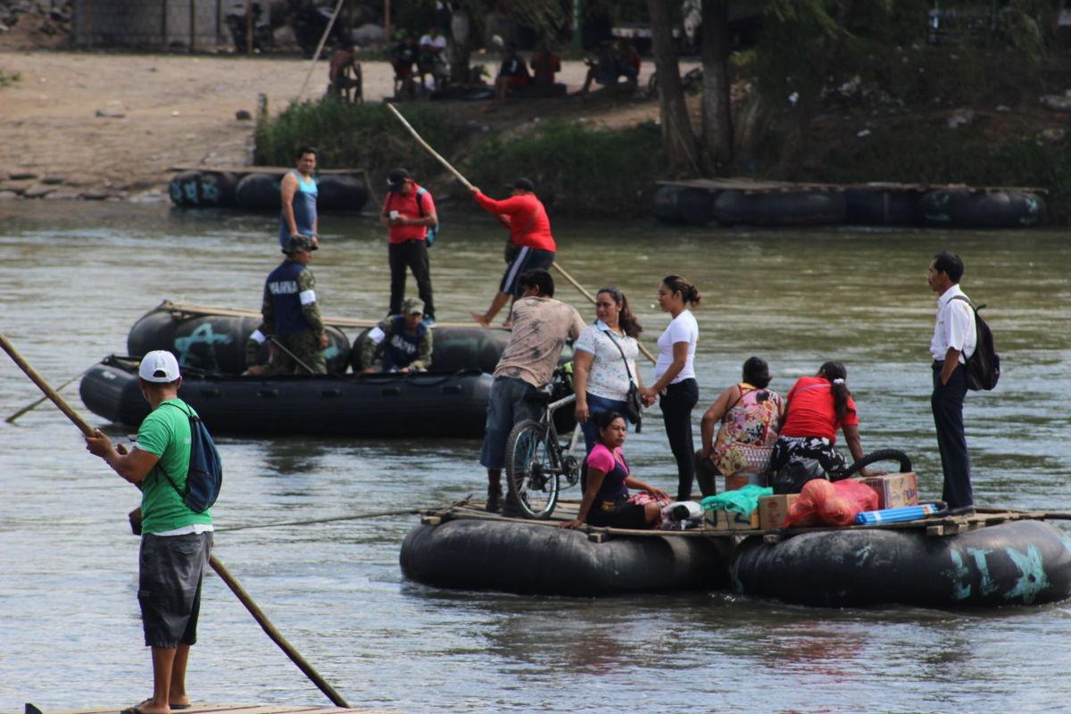 Migrantes en río Suchiate al sur de México / Luis Zárate - corresponsal MVS Noticias