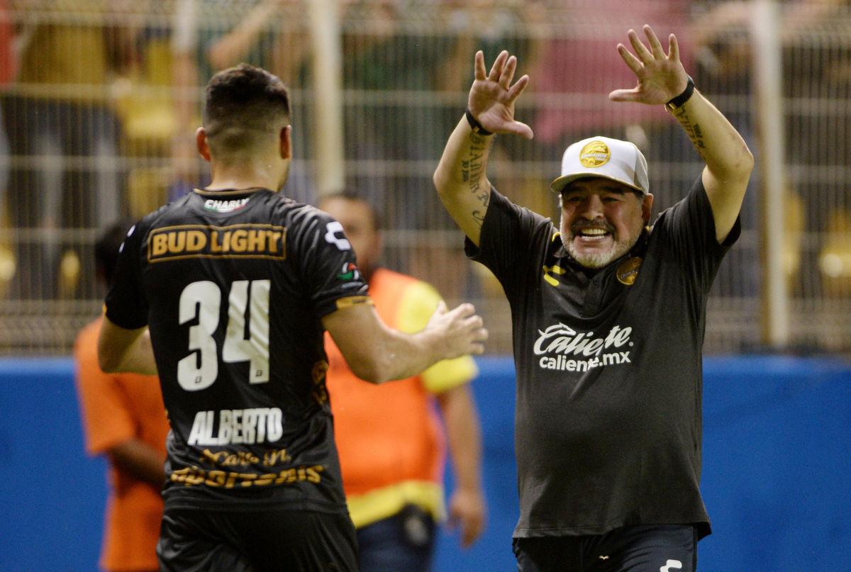 Dorados golea 4-1 a Tapachula en el debut de Diego Armando Maradona